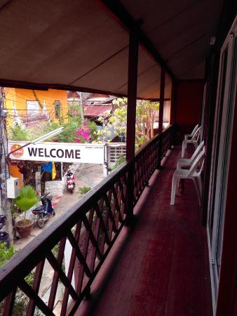 Pattana Guesthouse: Duplex double with balcony overlooking the garden