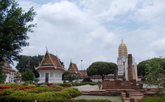 Templo budista - Picture of Phra Si Ratana Temple (Wat Yai), Phitsanulok - Tr...