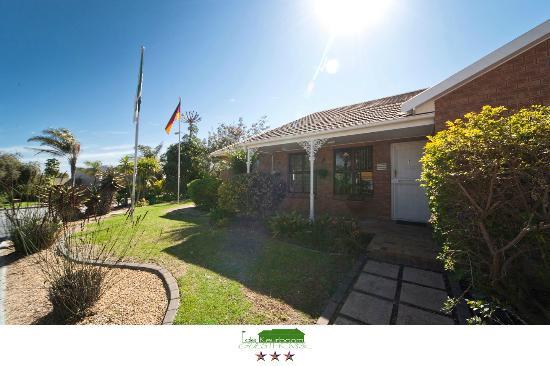 De Keurboom Guesthouse: Front View - DeKeurboom