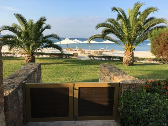 Sani Asterias Suites: The gate from the Suite to the beach