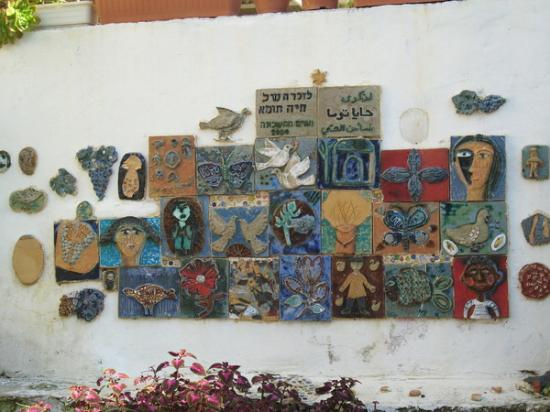 Wadi Nisnas: on the wall, a children's mural for peace