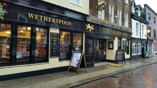 ‪The Golden Lion - J D Wetherspoon‬