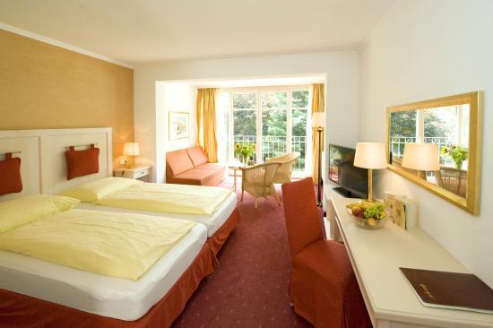 panoramafenster hotel gasthof braeu doppelzimmer familienzimmer mit berghof