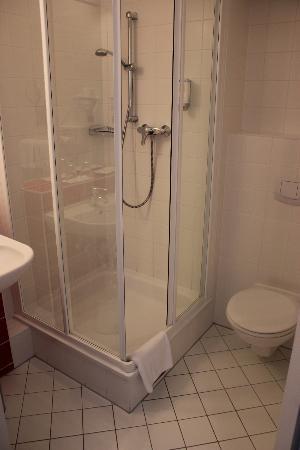Senator Hotel Vienna: Temiz banyo, ve banyo ürünleri