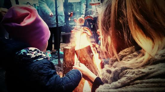 Stare Jablonki, Polonia: Atrakcja hotelowa, ognisko z pieczeniem kiełbasek