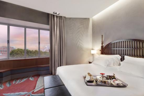 NH Collection Paseo del Prado: Room with view