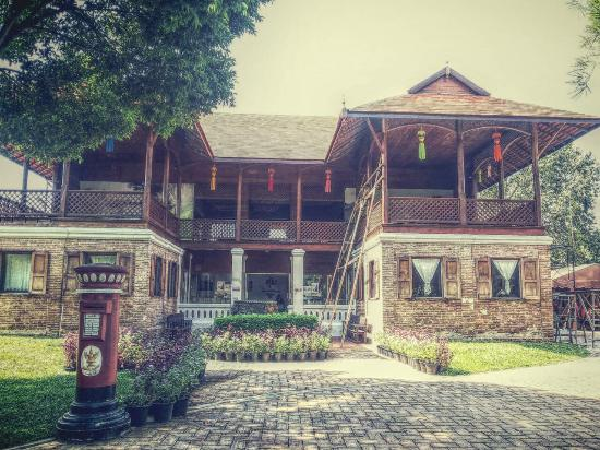 Lamphun, Thailand: ด้านหน้า