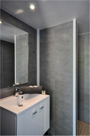 "Vieux-Boucau-les-Bains, Francia: Salle de bain - Chambre ""Nex Look"""