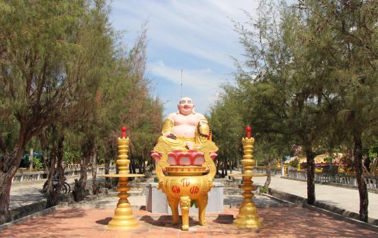 Tu Van Pagoda: Территория храма