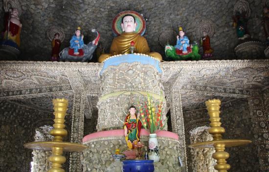 Tu Van Pagoda: Храм из ракушек - алтарь