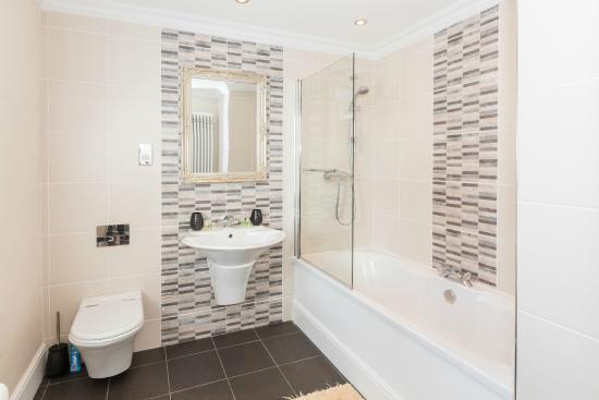 Sandbank House: Towans bathroom