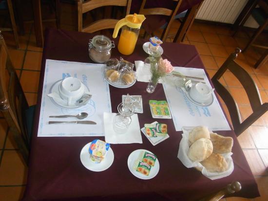 Residencial A Canhota: pequeno almoço