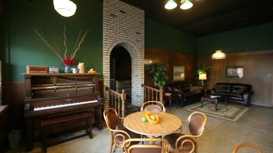 Fennimore, WI: Lobby