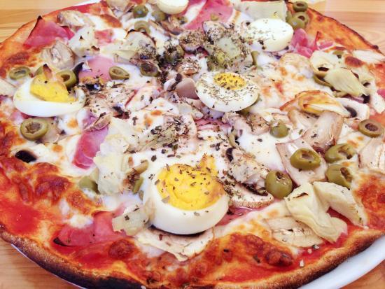 Il-Kunvent Restaurant: Pizza Capricciosa