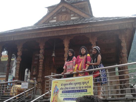 Arjun Gufa: Manali Market Temple