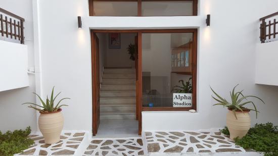 Alpha Studios: Είσοδος