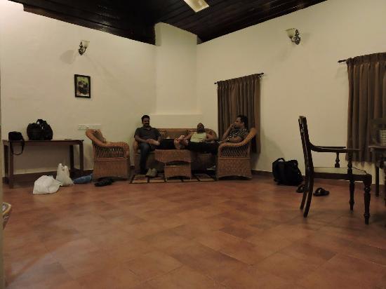 Briar Tea Bungalows - Valparai: Drawing room