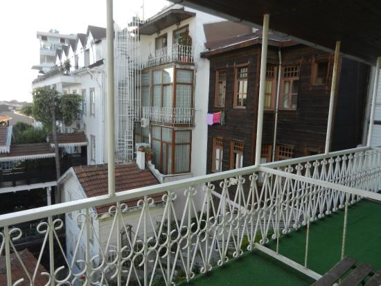 Historia Hotel: on the balcony