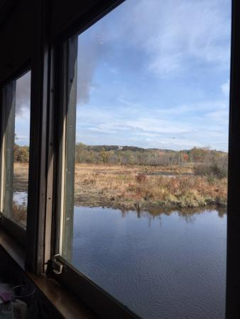 Essex, Коннектикут: A view along the river
