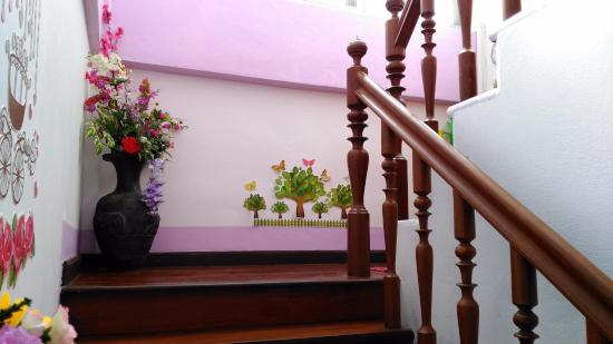 Laila Food and Drink Guesthouse: Stairs leading up to rooms