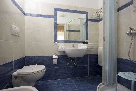 Bagni ristrutturati - Foto di Hotel Veliero, Rivazzurra di Rimini ...