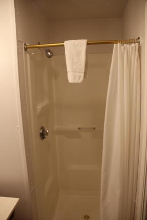 Capri Motel - Bathroom