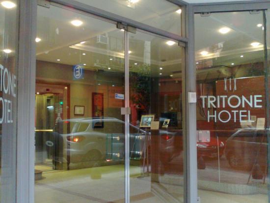 特利托尼飯店