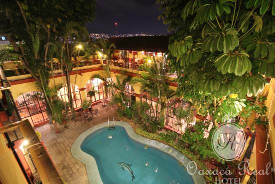 Hotel Oaxaca Real: Vista desde un balcón de Habitación.