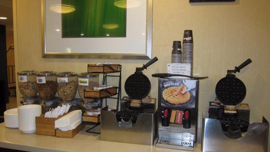 Fairfield Inn Boston Woburn/Burlington: breakfast
