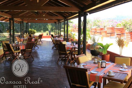 Hotel Oaxaca Real: La Terraza de Tita, por las Mañanas.