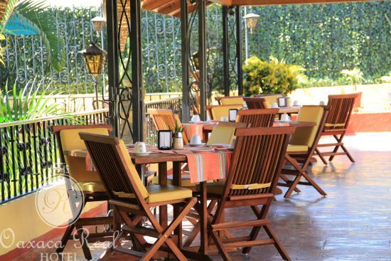 Hotel Oaxaca Real: La Terraza por la mañana, en el desayuno.