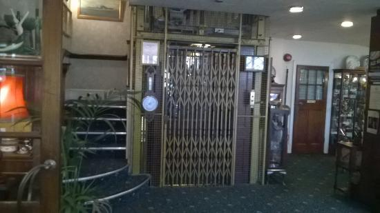 Walpole Bay Hotel: The lift, old but it works and adds to the character