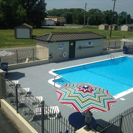Days Inn Salisbury: Outdoor Pool