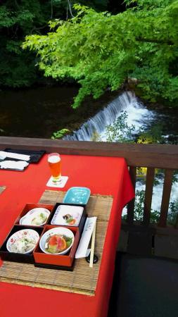 Konjakutei: 川床での夕食
