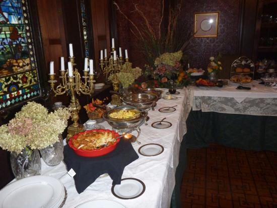 The Harry Packer Mansion Tours: Breakfast is served