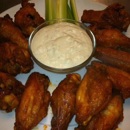 Fort Plain, Νέα Υόρκη: Chicken Wings with Domemade Blue Cheese Dressing