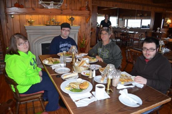 Gladstone, MI: four perch dinners and a captain's platter
