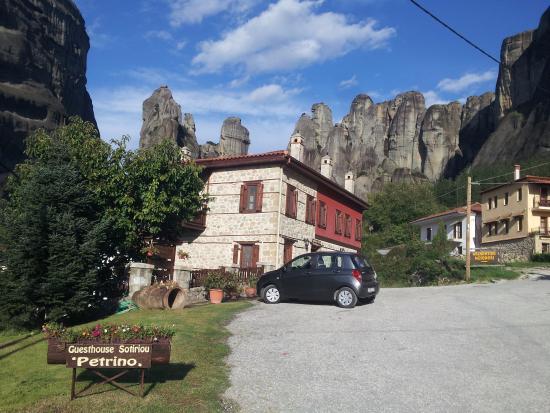 Guesthouse Sotiriou: easy parking