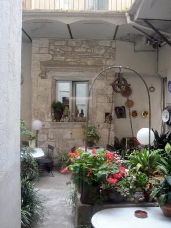 Bellmirall: внутренний дворик
