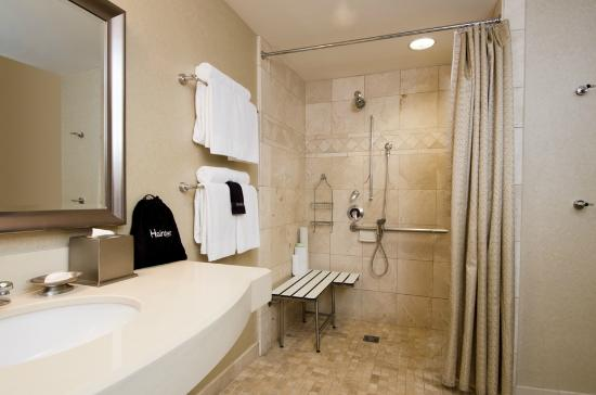 West Inn & Suites Carlsbad: A.D.A. Roll-in Shower
