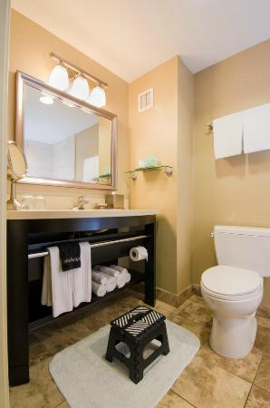 West Inn & Suites Carlsbad: Bathrooms equipped with Step Stools
