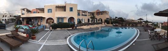 Anemoessa Villa: Hotel from Pool area