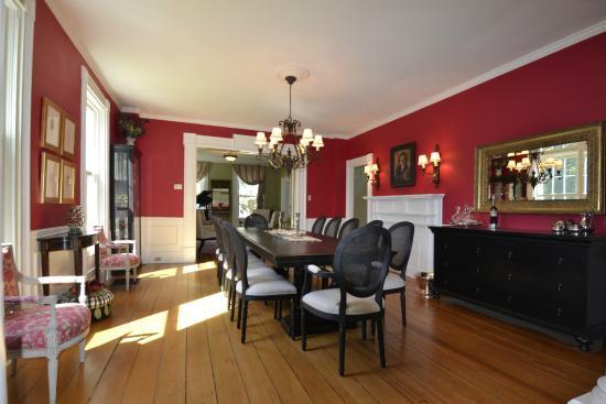 Skaneateles, Нью-Йорк: Formal Dining room