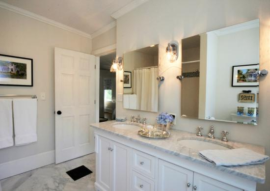 Skaneateles, estado de Nueva York: Barrow Suite Bath
