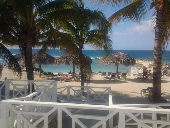 Vista a la playa desde el bar
