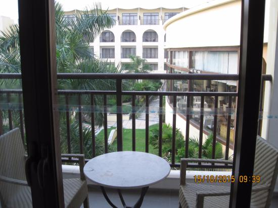 Ocean Spring Resort : Looking through the balcony into the hotel inner court yard