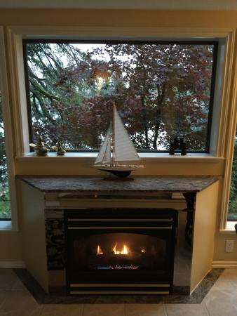 Long Lake Waterfront B&B: Fireplace Lakeside Suite
