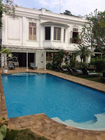 Mama Ruisa: Beautiful swimming pool overlooking Sugar Loaf!!