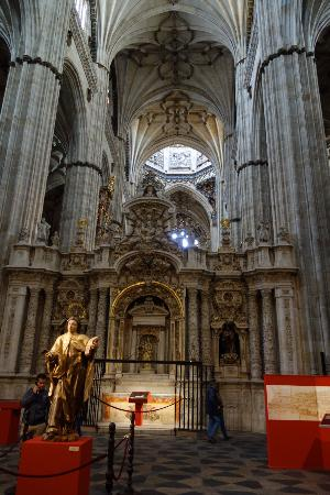 Alter - Picture of Old Cathedral (Catedral Vieja ...