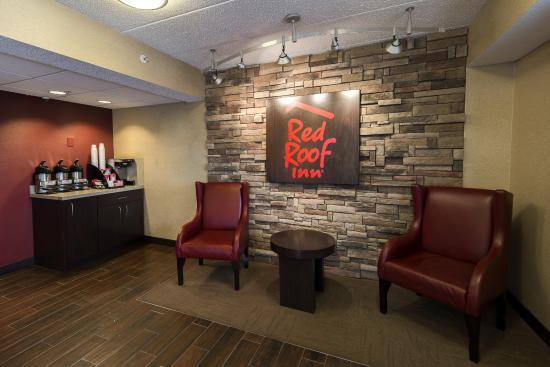 Red Roof Inn Chicago-Downers Grove: Lobby Sitting Area